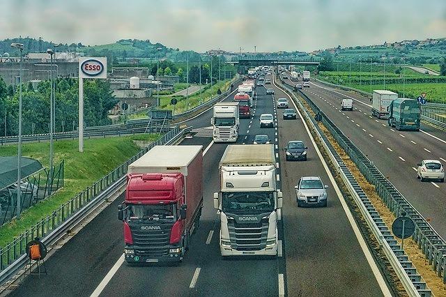 高速道路 左車線 安全