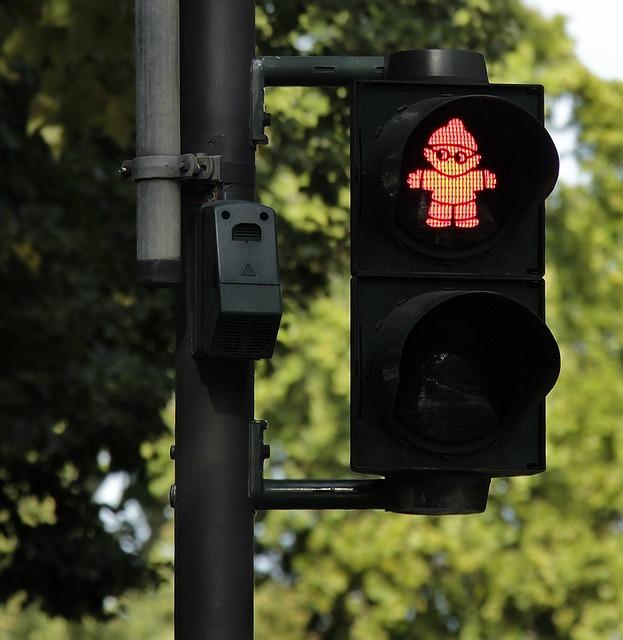 赤信号の時の危険回避