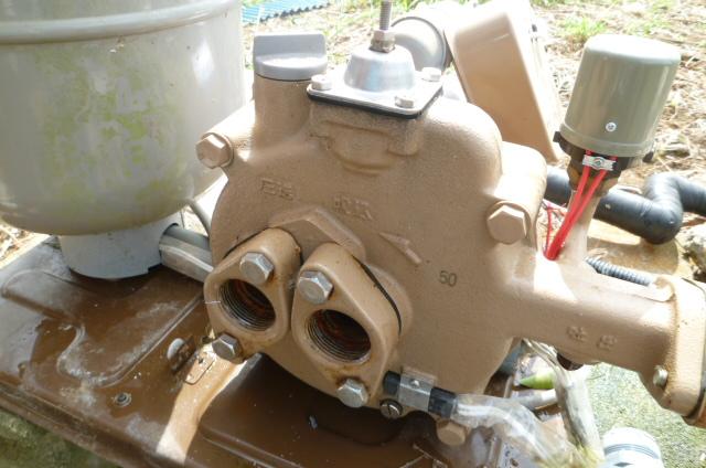 井戸ポンプ側のバルブソケットを取り外し
