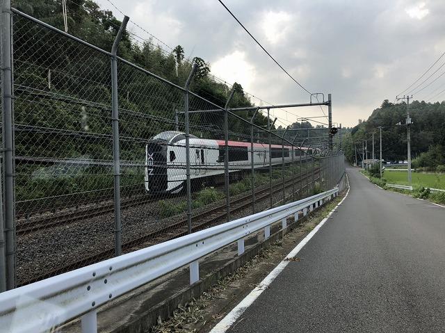 電車もその場で緊急停車のまま待機状態