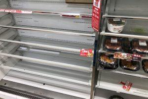 災害時 コンビニやスーパー人が殺到して食べ物が品切れで 買えない