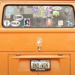 車で小遣い稼ぎ! 自動車のリヤガラスにステッカーを貼って広告料で稼ぐ!