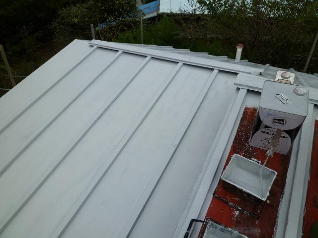 錆びたトタン屋根の塗装は下地処理が大切
